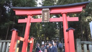 191209_加茂神社鳥居完成1