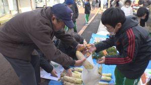 200117_南本町小児童野菜販売
