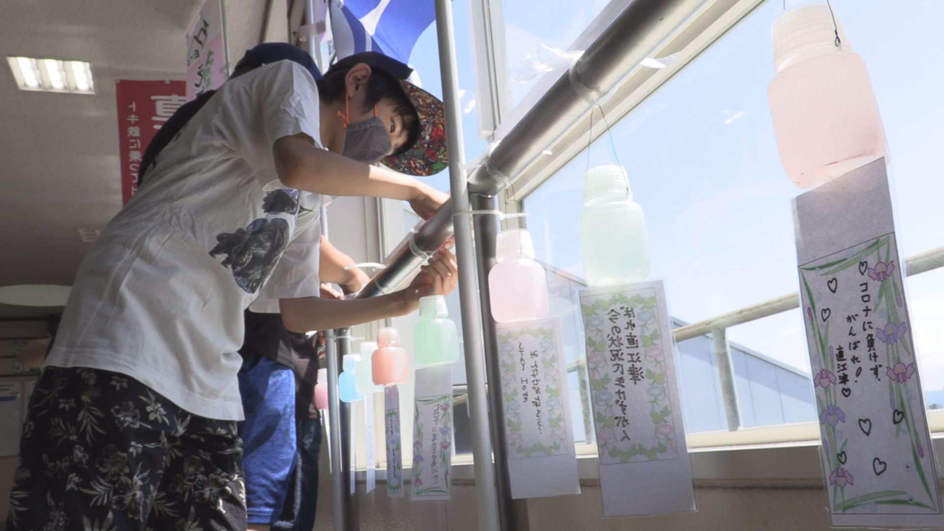200629_直江津小児童がまちを元気づけるつるし飾り