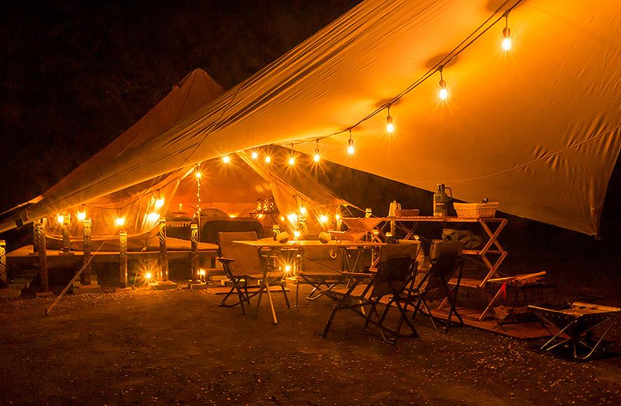 夜テント外