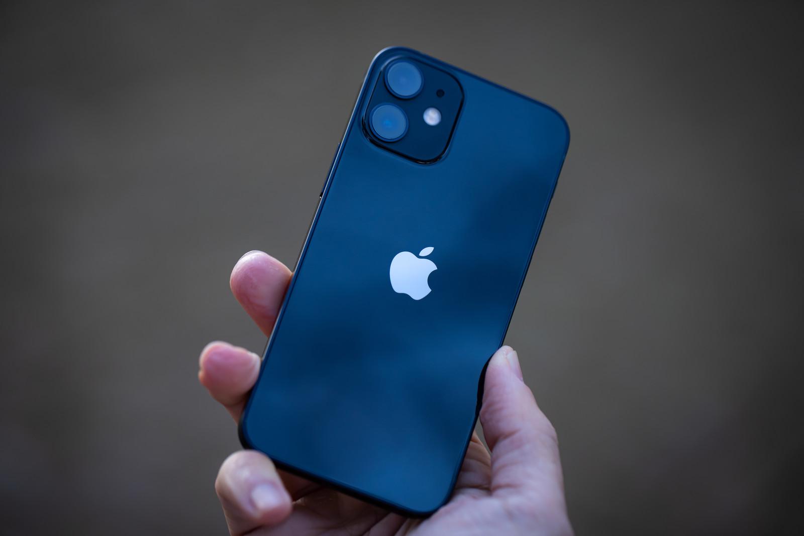 iPhone12PAR56649_TP_V